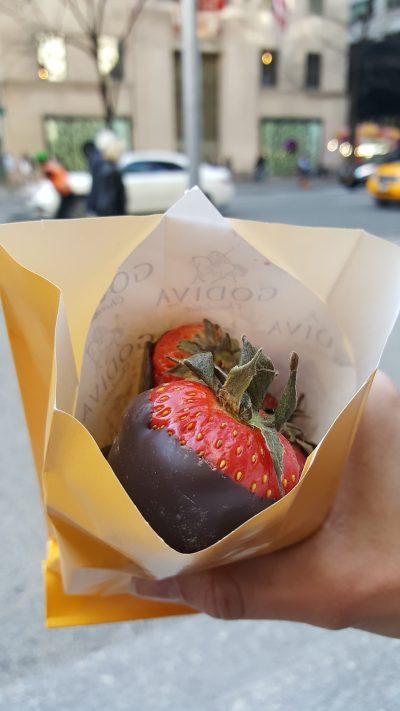 Leckere Erdbeeren mit Schokolade, allerdings aus Belgien.